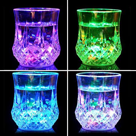 لیوان جادویی دارای LED Cup